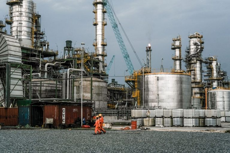 Nigeria's plan to rebuild oil refineries ignores one key detail – oil is no longer valuable